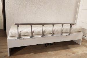 Korkuluklu yatak