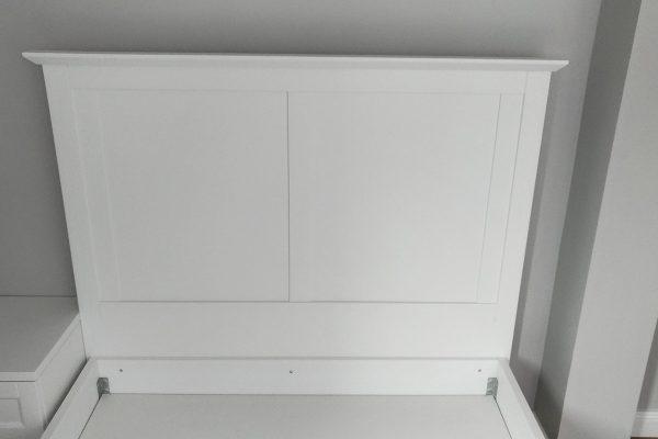 Beyaz yatak başlığı
