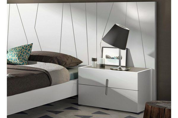 Beyaz yatak başlığı komodin