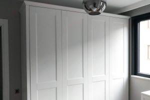 Taçlı dolap modeli beyaz